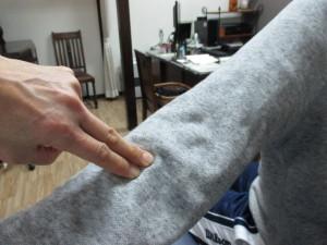 腕を後ろに回せない(4)